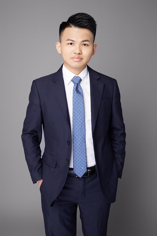 黄富威律师